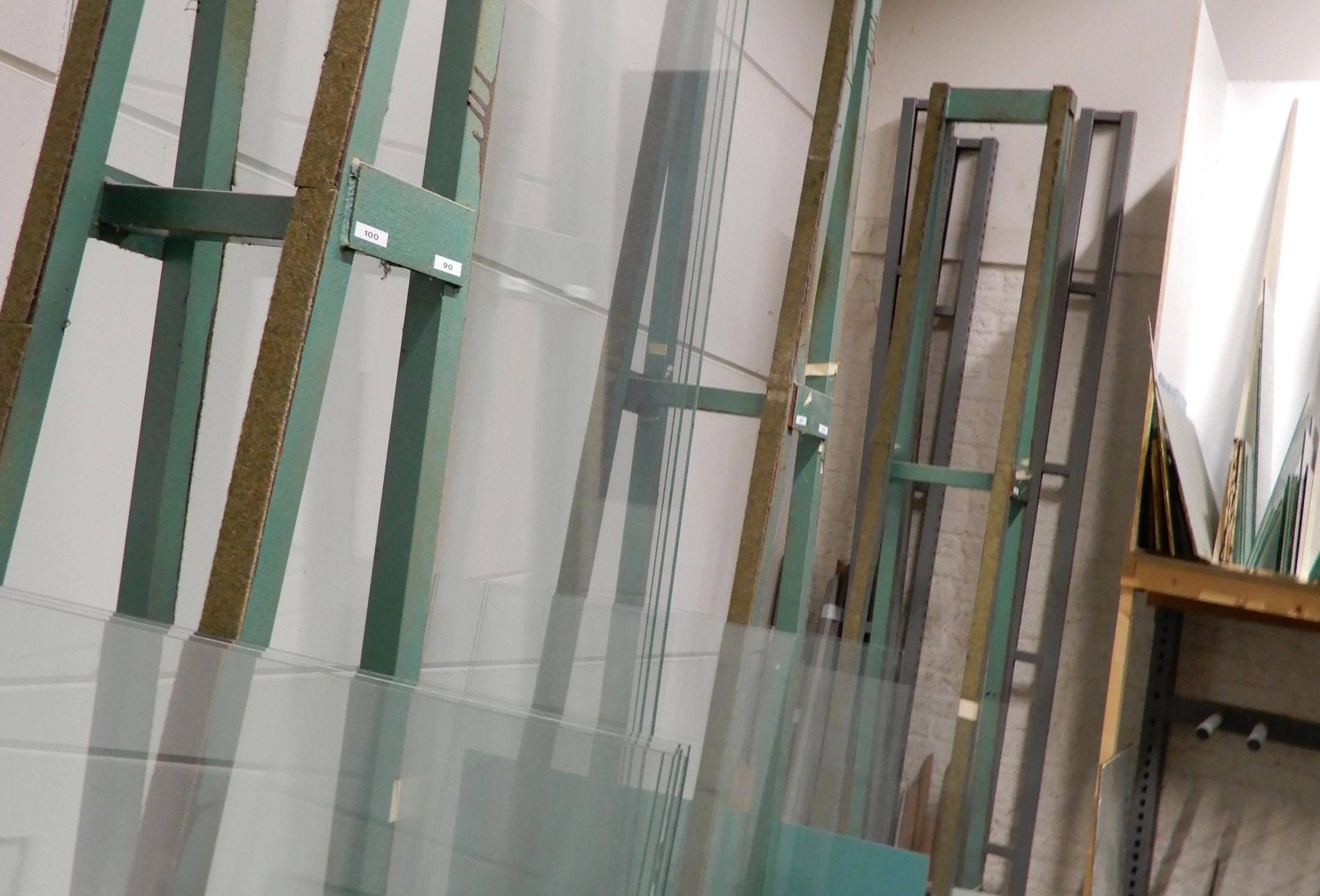foto nr 2 - glas stellages werkplaats