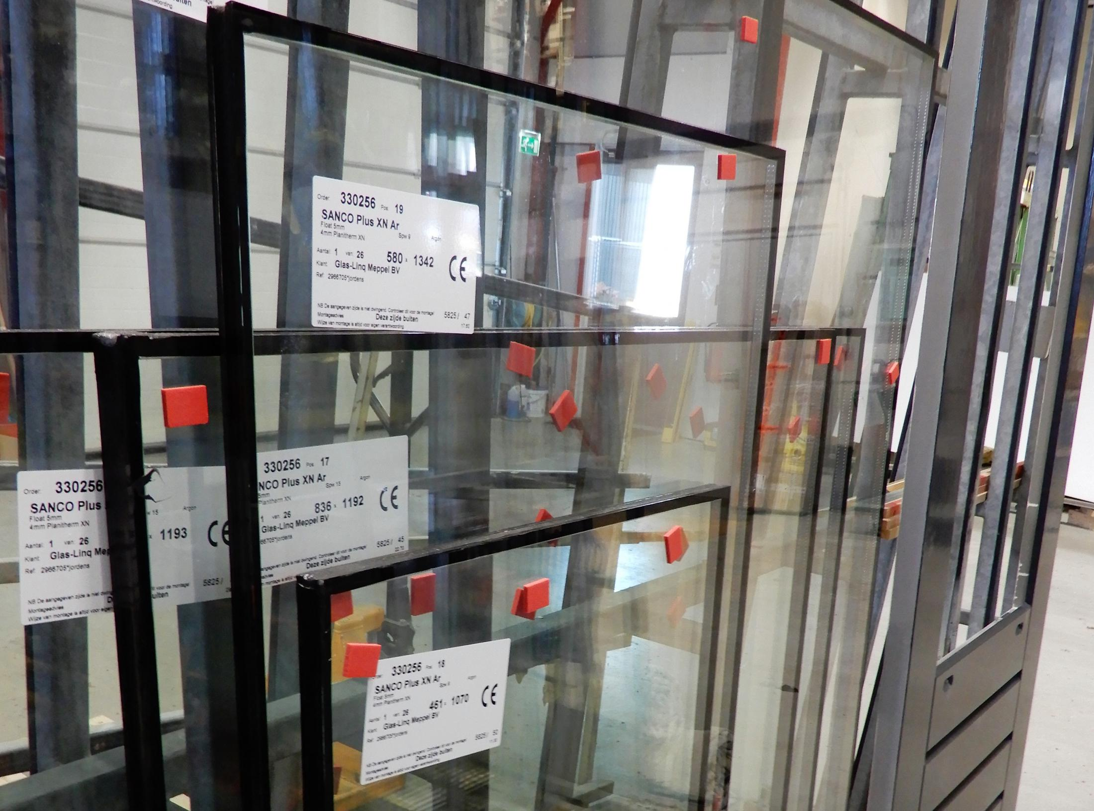 foto nr 4 - bestelling ruiten in werkplaats